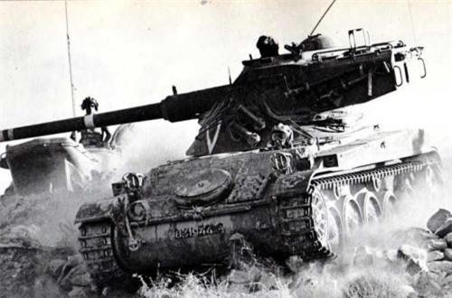 Thế nhưng, đáng ngạc nhiên là theo một số tài liệu, ta đã từng có trong trang bị ít nhất một chiếc xe tăng do Pháp chế tạo. Thậm chí, quân đội ta từng sử dụng nó tham gia chiến đấu gây thiệt hại lớn cho kẻ địch trong cuộc kháng chiến chống Mỹ cứu nước.