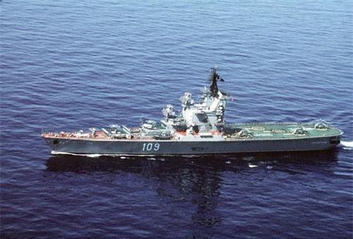 Tàu sân bay trực thăng Leningrad lớp Moskva tại thời điểm năm 1990