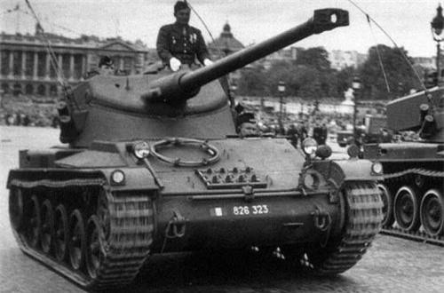 Lục tìm tư liệu nước ngoài, AMX-13-75 là một phiên bản phổ biến của dòng xe tăng hạng nhẹ AMX-13 do hãng Atelier de Construction Roanne (Pháp) sản xuất suốt từ năm 1952-1987. Đây được xem là mẫu xe tăng huyền thoại, thành công nhất trong lịch sử nước Pháp, thậm chí vượt xa cả siêu tăng AMX-56 Leclerc đang phục vụ.