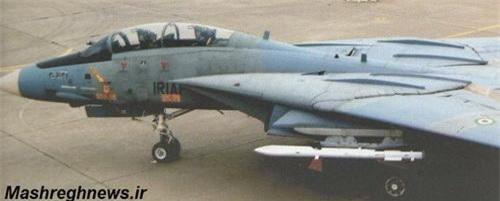 Tên lửa không đối không R-27 dưới cánh tiêm kích F-14 của Iran