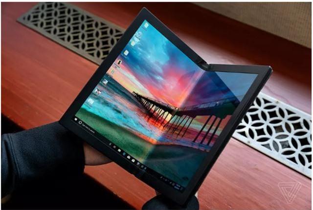 Choáng: Lenovo trình diễn chiếc laptop màn hình gập - Ảnh 1.