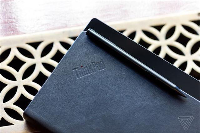 Choáng: Lenovo trình diễn chiếc laptop màn hình gập - Ảnh 4.