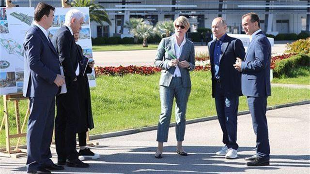 Đôi giày thời thượng gây chú ý của Tổng thống Putin - 2