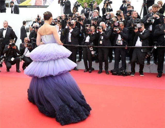 Kiều nữ hàng hiệu nổi tiếng Thái Lan Araya Hargate hút hồn tại Cannes - 4