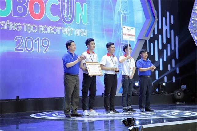 Phần thưởng cho các đội tuyển chiến thắng tại Robocon Việt Nam 2019 là gì? - Ảnh 2.