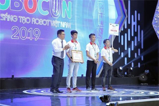 Phần thưởng cho các đội tuyển chiến thắng tại Robocon Việt Nam 2019 là gì? - Ảnh 6.