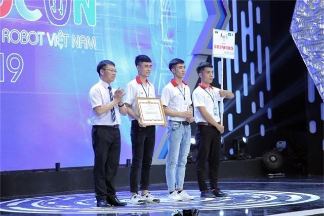 Phần thưởng cho các đội tuyển chiến thắng tại Robocon Việt Nam 2019 là gì? - Ảnh 7.