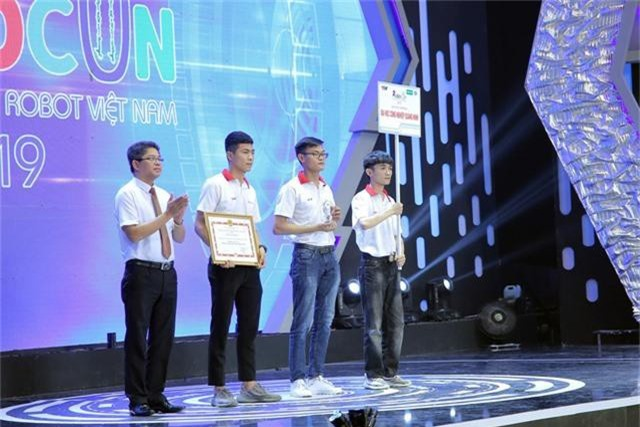 Phần thưởng cho các đội tuyển chiến thắng tại Robocon Việt Nam 2019 là gì? - Ảnh 8.