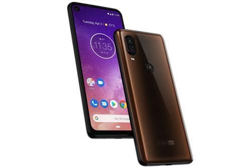 Motorola One Vision sử dụng khung viền bằng nhựa, 2 bề mặt bảo vệ bởi kính cường lực Corning Gorilla Glass nhưng chưa rõ phiên bản nào. Máy có kích thước 160,1x71,2x8,7 mm, trọng lượng 180 g.