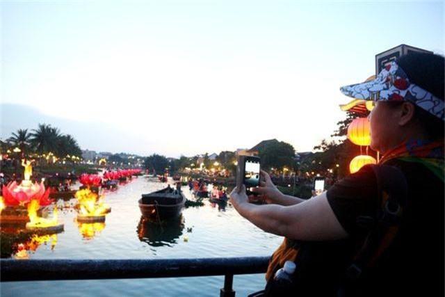 7 đóa sen khổng lồ trên sông Hoài