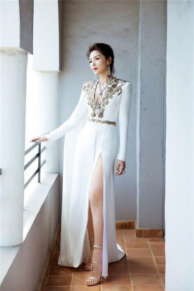 Lưu Đào: Người vợ quốc dân xinh đẹp lăn lộn giúp chồng đại gia trả nợ - 14