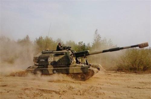 2S19M1 Msta-S được thiết kế trên khung gầm xe tăng T-80, nhưng sử dụng động cơ diesel của T-72 - V-84A 840hp cho tốc độ tối đa 60km/h.