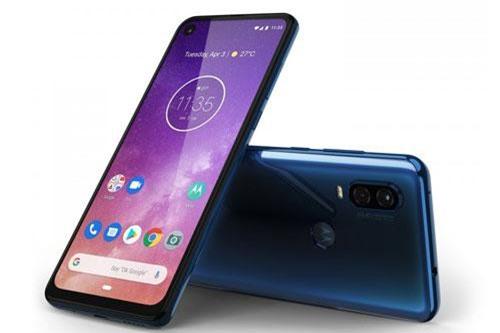 """""""Trái tim"""" của Motorola One Vision là vi xử lý Exynos 9609 lõi 8 với tốc độ tối đa 2,2 GHz, GPU MP3-G72 MP3. RAM 4 GB/ROM 128 GB, có khay cắm thẻ microSD với dung lượng tối đa 512 GB. Hệ điều hành Android 9.0 Pie (Android One)."""