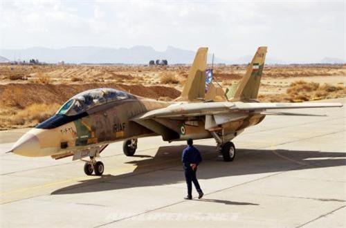 """Có thời điểm, số F-14 Tomcat trong Không quân Iran hầu như chỉ còn chục chiếc do thiếu phụ tùng. Tuy nhiên, bằng cách nào đó rất đặc biệt Iran vẫn duy trì được số lượng lớn Tomcat, thậm chí khôi phục được phần lớn các máy bay, chế tạo được hầu hết các loại đạn dược trang bị trên F-14. Và cho tới nay, nó vẫn là tiêm kích """"con cưng"""" của Không quân Iran, là """"chỗ dựa vững chắc""""."""