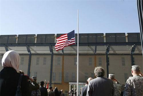 Lễ chào cờ tại Đại sứ quán Mỹ ở Baghdad năm 2009. (Ảnh: Reuters).