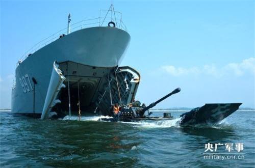 Website chính thức của Quân đội Trung Quốc mới đây đăng tải một bài viết về việc hải quân đánh bộ nước này tiến hành cuộc tập trận đổ bộ đường biển. Đáng chú ý, trong đó có đoạn viết rằng họ tiến hành diễn tập với