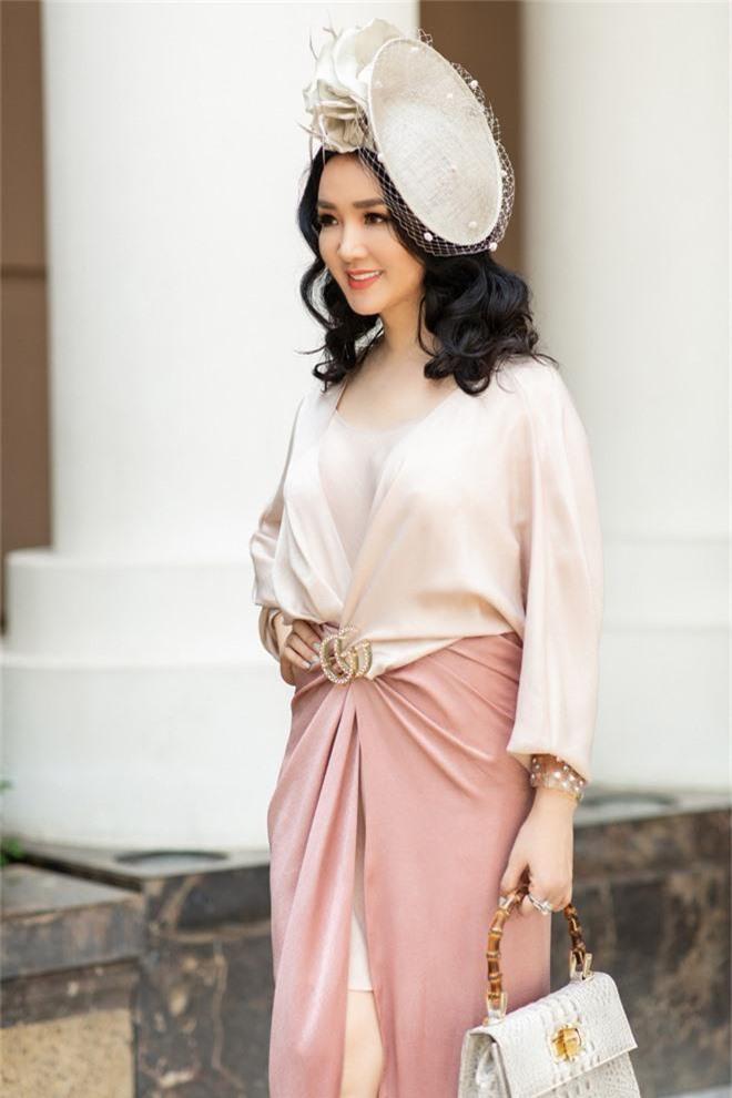 Đặng Thu Thảo, Lê Thúy hội ngộ cùng dàn mỹ nhân không tuổi Vbiz trong tiệc của Hoa hậu Hà Kiều Anh - Ảnh 9.