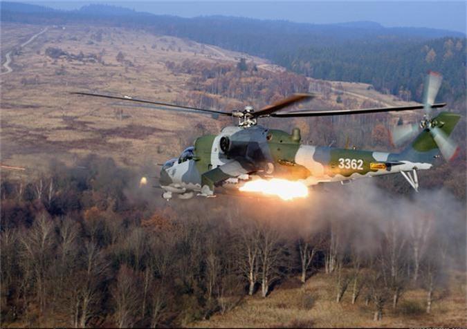 "Day truc thang Mi-24 ""ve vuon"" de ruoc AH-1Z: Sai lam chet nguoi!-Hinh-12"