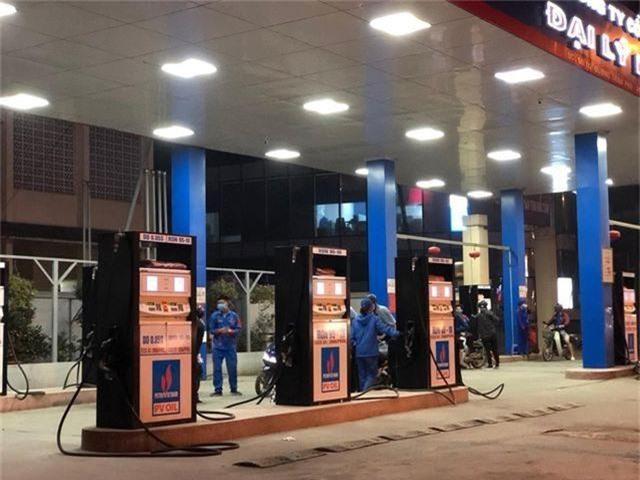 Giá xăng dầu đồng loạt giảm, vẫn giữ mức trên 20.000 đồng/lít - 1