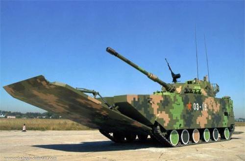 Nó có trọng lượng khoảng 26 tấn, dài 9,5m gồm cả pháo chính, kíp chiến đấu 4 người. Trong ảnh là mặt cắt thiết kế của ZTD-05 với động cơ nằm ở đầu xe, tiếp đó là khoang chiến đấu. Mũi xe có tấm cản sóng lớn cho phép nó bơi lội tốt.