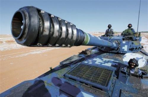 Hỏa lực của ZTD-05 tương đối hiện đại với pháo rãnh xoắn 105mm có khả năng bắn tên lửa chống tăng qua nòng pháo chính và các loại đạn xuyên thép khác.