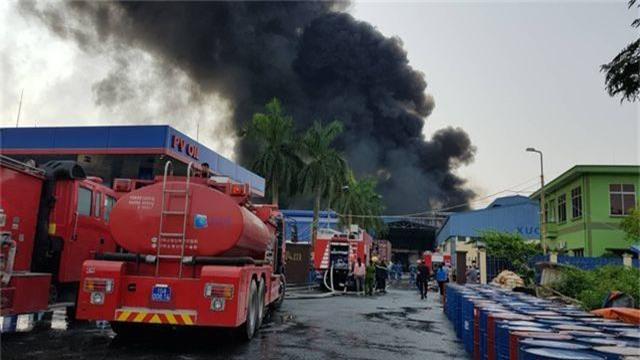 Cháy lớn kho hàng nằm gần cây xăng ở Hải Phòng - 1