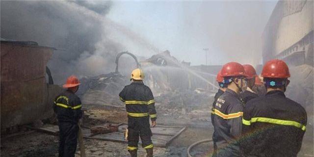 Cháy lớn kho hàng nằm gần cây xăng ở Hải Phòng - 10