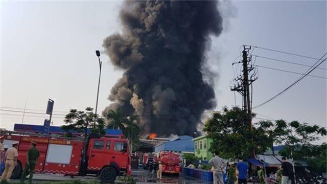Cháy lớn kho hàng nằm gần cây xăng ở Hải Phòng - 2