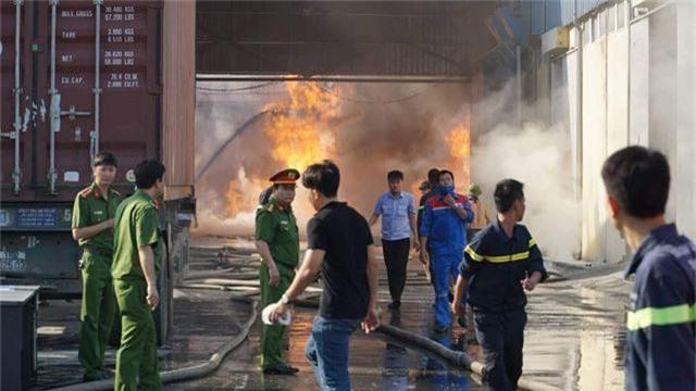 Cháy lớn kho hàng nằm gần cây xăng ở Hải Phòng - 3