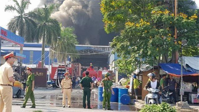 Cháy lớn kho hàng nằm gần cây xăng ở Hải Phòng - 4
