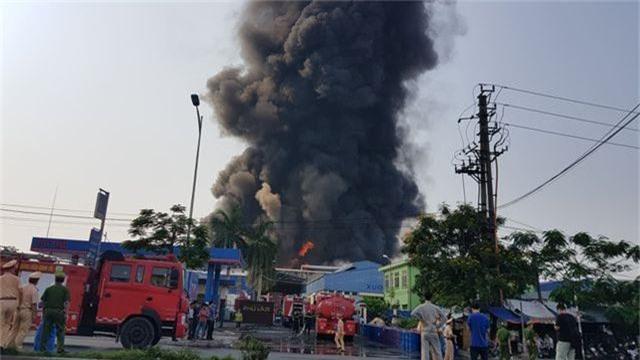 Cháy lớn kho hàng nằm gần cây xăng ở Hải Phòng - 5