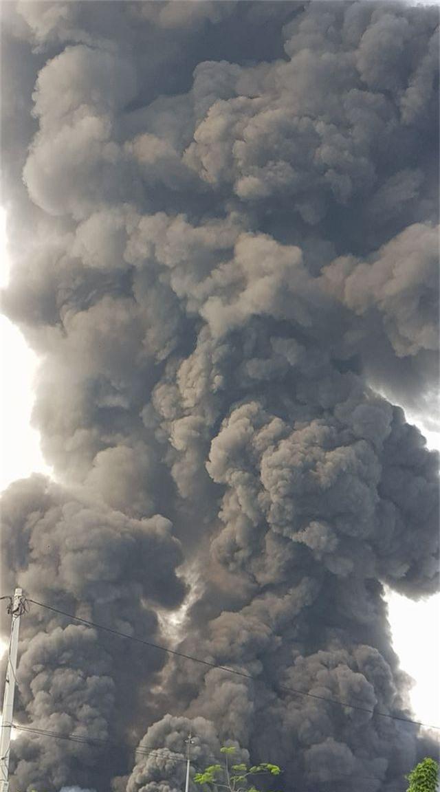 Cháy lớn kho hàng nằm gần cây xăng ở Hải Phòng - 9