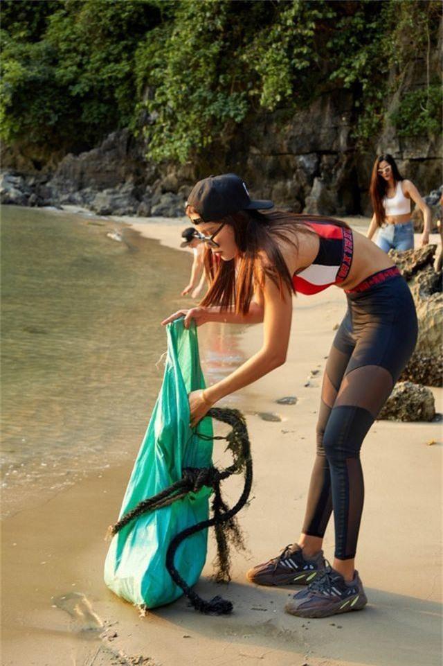 Hoàng Thùy, Minh Tú, Thùy Dung... đội nắng dọn rác trên đảo hoang Hạ Long - 6