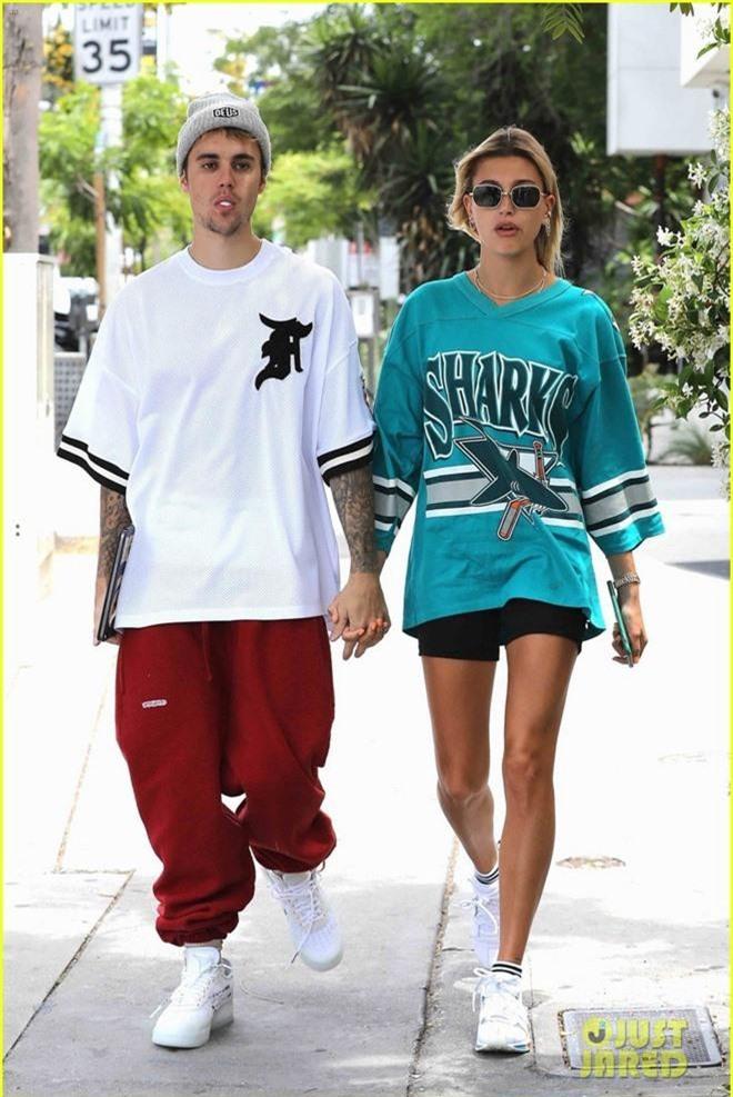 Giữa tâm bão tin đồn Selena kết hôn cùng tài tử 69 tuổi, Justin Bieber lại có biểu hiện này bên vợ - Ảnh 2.