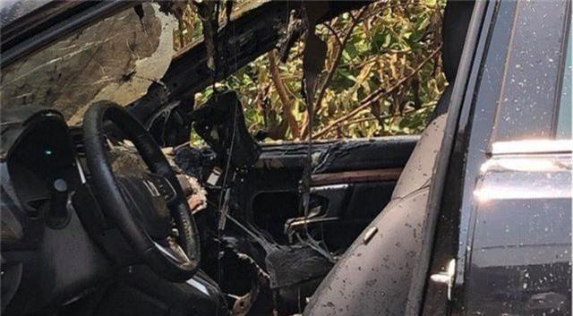 Honda CR-V bốc cháy giữa trưa nắng - 1