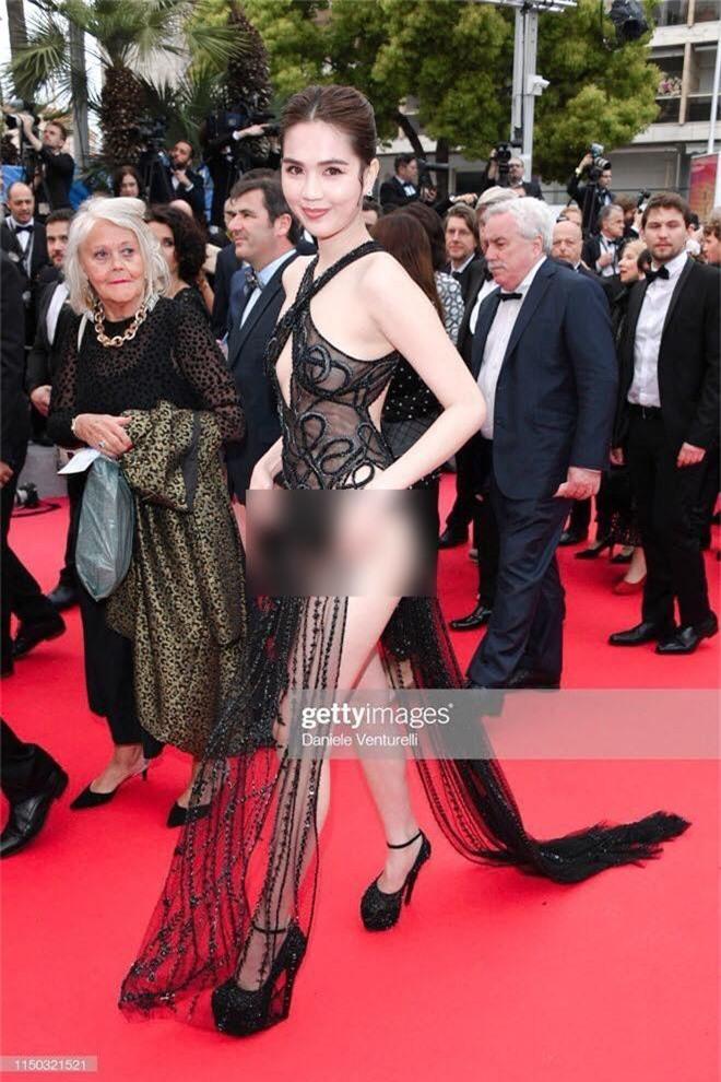 Ngọc Trinh lần đầu đi thảm đỏ Cannes đã gây sốc với trang phục hở hang nhức mắt, khoe thân phản cảm - Ảnh 1.
