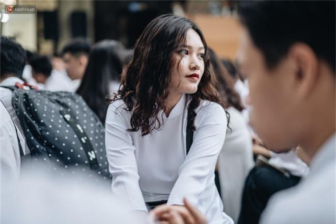 Mặc áo dài trắng đội mưa dự lễ bế giảng, dàn nữ sinh ngôi trường này gây thương nhớ vì quá xinh xắn - Ảnh 10.
