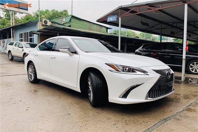 Lexus ES 250 2019.