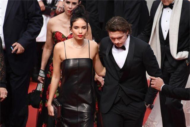 Cậu cả nhà Beckham dự LHP Cannes cùng bạn gái - 9