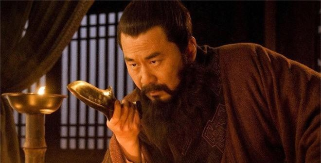 Lôi 3 đời nhà Tào Tháo ra chửi rủa, nhân vật này thoát chết chỉ nhờ một câu nói 8 chữ - Ảnh 4.