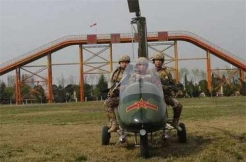 Nó có thể chở được từ 2-3 người gồm cả phi công điều khiển, cất hạ cánh bất cứ ở đâu nhờ kích thước vô cùng nhỏ gọn, rất dễ cất giấu. Ví như phiên bản Trung Quốc chở được 3 người.