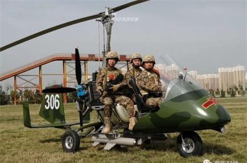 Đáng chú ý, thiết kế của Trung Quốc còn mang được 2 tên lửa nhỏ.