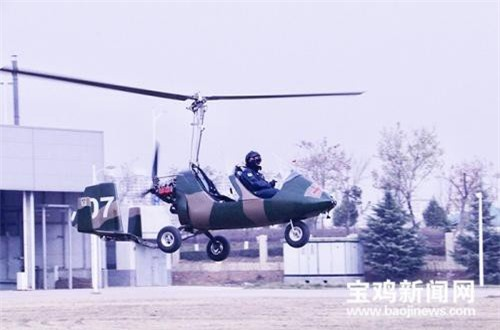 Trực thăng siêu nhẹ trang bị cánh quạt cánh 2 lá và cánh quạt đẩy đuôi thay vì kiểu cánh quạt triệt tiêu mô men xoay.