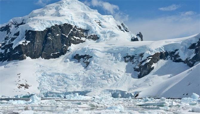 Dãy núi Himalaya quanh năm tuyết phủ (Ảnh: TL)