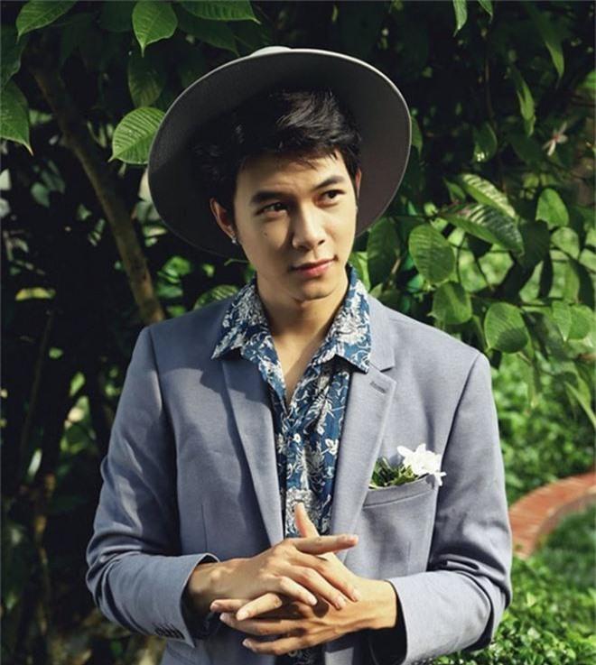 Anh Tú lầy lội vén áo để lộ bụng bia của Tiến Luật và Kiều Minh Tuấn khiến fan cười ngất - Ảnh 2.
