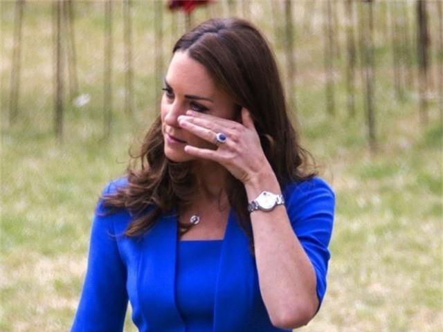 Lần đầu hé lộ chuyện Công nương Kate rời khỏi nhà riêng của em dâu Meghan trong làn nước mắt vì câu nói này - Ảnh 3.