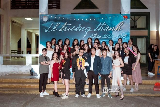 Nữ sinh lớp 12 trường Chu Văn An lột xác quyến rũ bất ngờ, sexy hết nấc trong tiệc trưởng thành đầy sang chảnh - Ảnh 5.