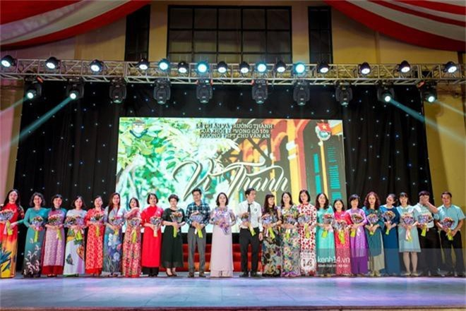 Nữ sinh lớp 12 trường Chu Văn An lột xác quyến rũ bất ngờ, sexy hết nấc trong tiệc trưởng thành đầy sang chảnh - Ảnh 7.