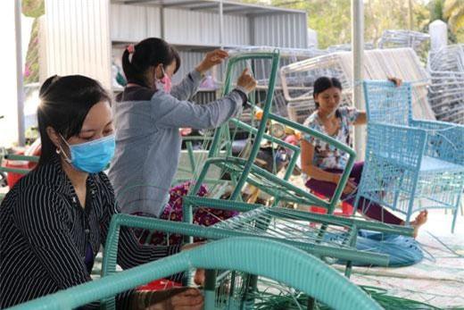 Mô hình đan cọng nhựa tại xã Tiên Long. (Ảnh: CTTĐT tỉnh Bến Tre)
