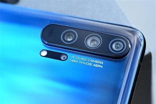 Theo DxOMark, Honor 20 Pro và OnePlus 7 Pro là 2 smartphone sở hữu camera tốt thứ 3 thế giới hiện nay, sau Huawei P30 Pro và Samsung Galaxy S10 5G (cùng được 112 điểm).